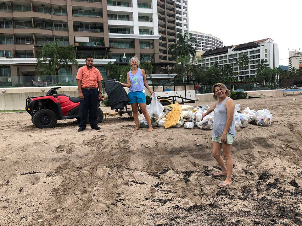 post-hurricane beach clean up, Grand Venetian