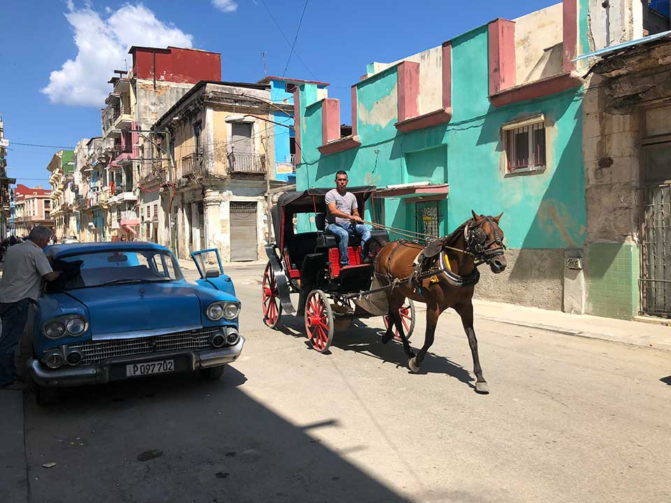 Old Havana horse and buggy, old car